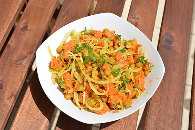 Süßkartoffel-Salat mit Kichererbsen